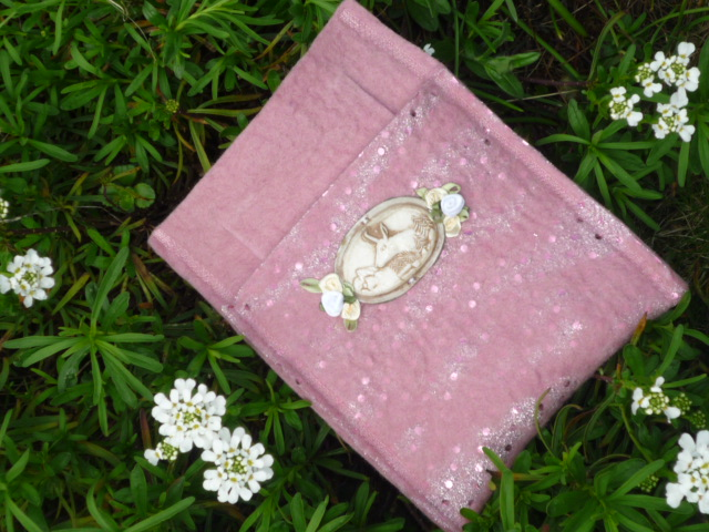 dirndl taschen rosa glitzer dirndltasche mit hirschornament. Black Bedroom Furniture Sets. Home Design Ideas